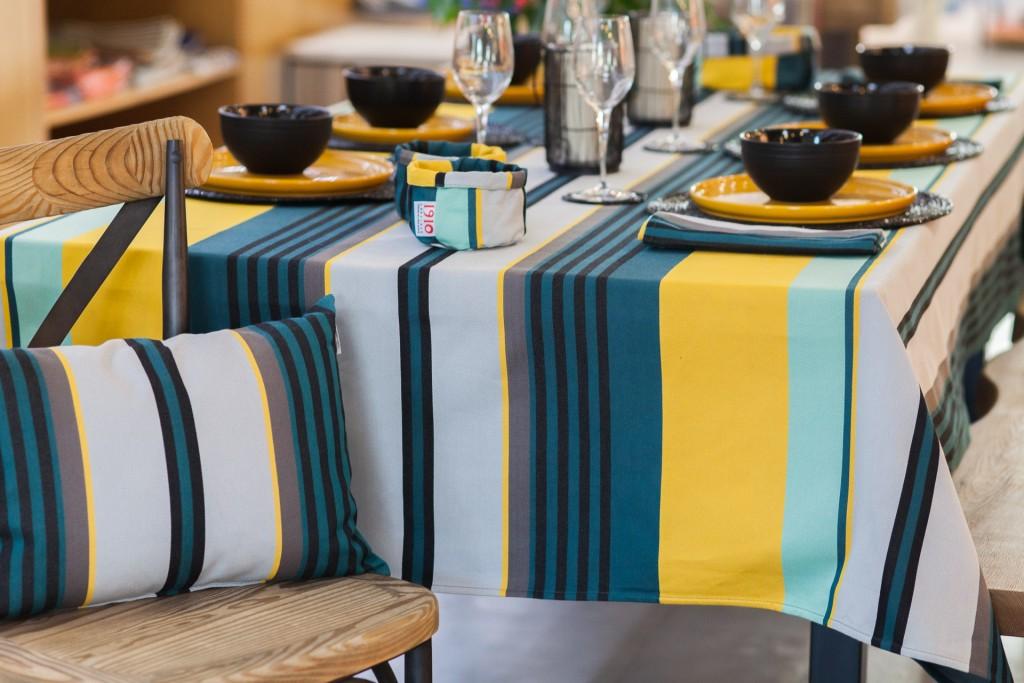 sublimez votre table de no l avec le linge basque lartigue. Black Bedroom Furniture Sets. Home Design Ideas