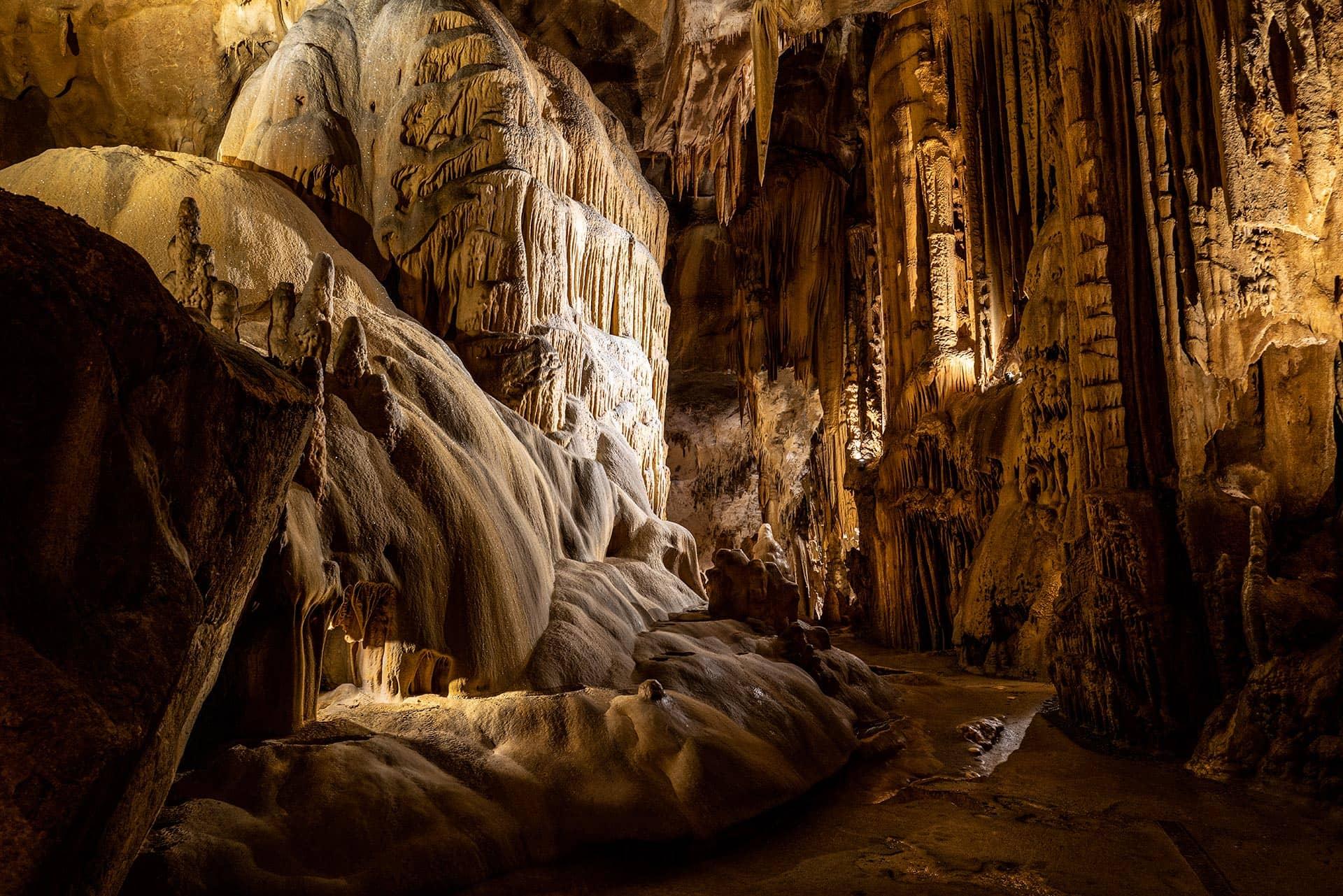 Grottes et caves souterraines illuminées