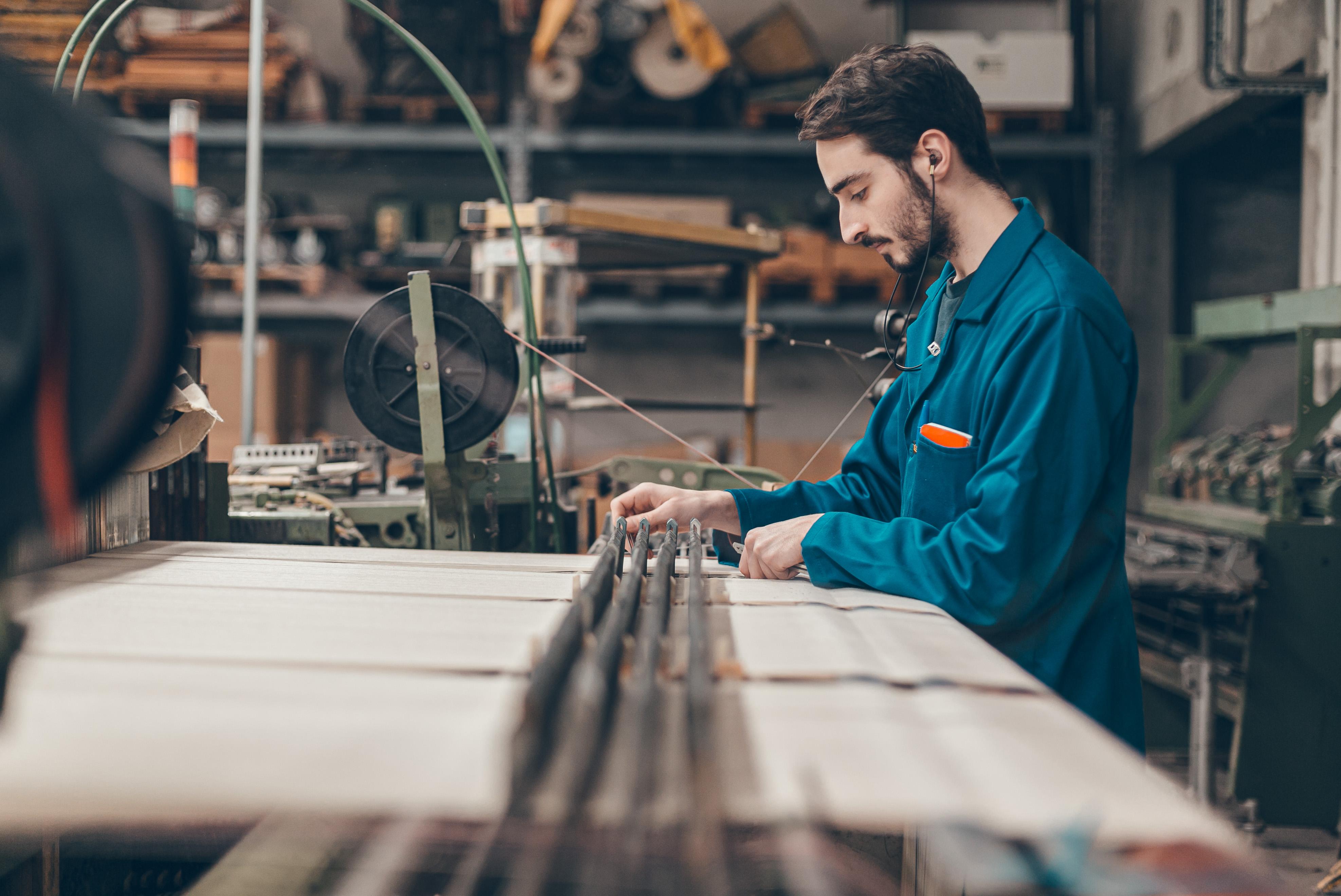 Tissage de linge basque dans atelier