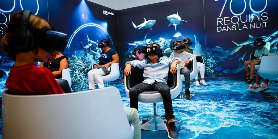 enfants avec casque de réalité virtuelle sur la tête